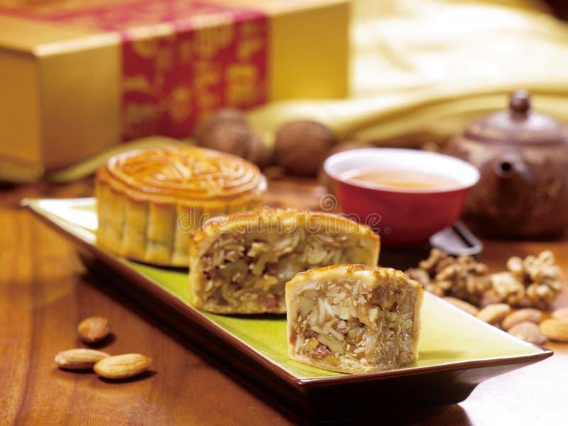Chinesischer Mondkuchen und -tee stockfotos