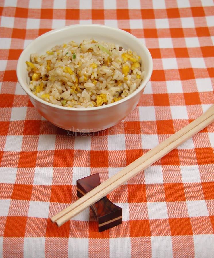 Chinesischer Reis auf einer Tabelle lizenzfreie stockbilder