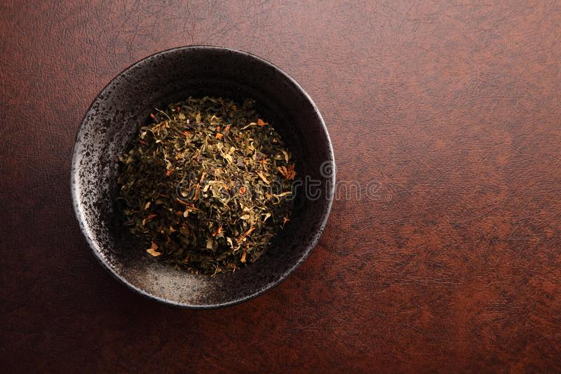 Chinesischer Tee mit Hintergrund lizenzfreie stockfotos