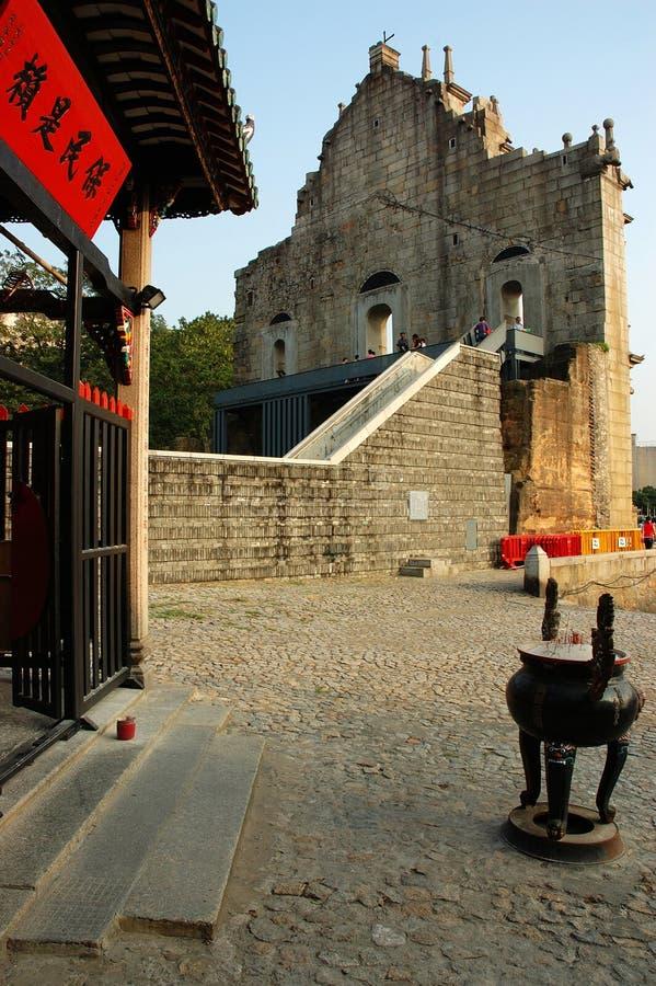 Chinesischer Tempel und Kirche stockfoto