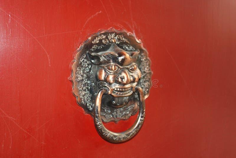 Chinesischer traditioneller Messingklopfer lizenzfreies stockfoto