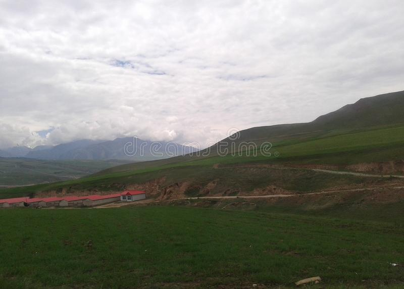 Chinesisches Dorf in Qinghai-Hochebene stockbild