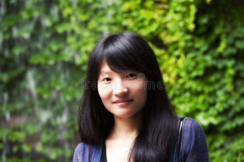 Chinesisches Frauenlächeln lizenzfreie stockfotografie