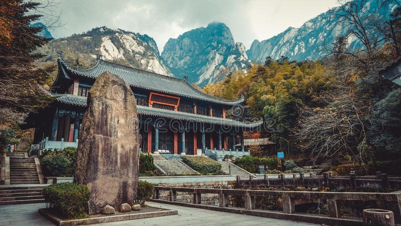 Chinesisches Gebäude nahe dem Nationalpark Huangshan China lizenzfreies stockbild