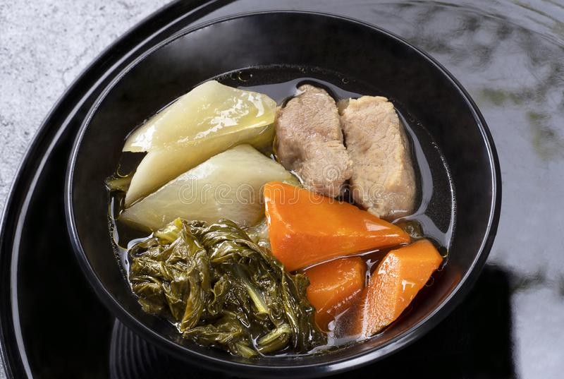 Chinesisches Gemüseeintopfgericht mit dem Schweinefleisch, gefüllt mit vielen Arten vege lizenzfreies stockfoto