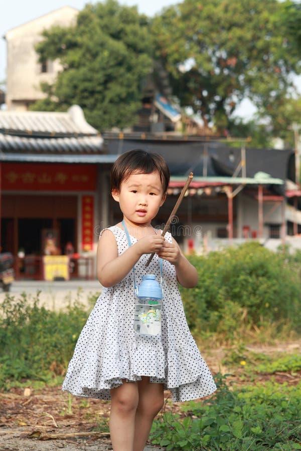 Chinesisches Kindspielen. stockbilder
