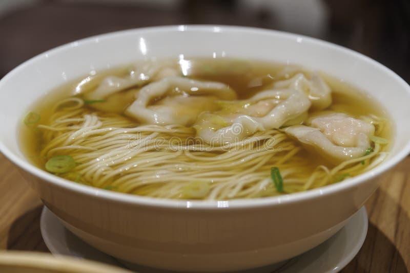 Chinesisches Lebensmittel - mutwillige Nudel lizenzfreie stockfotografie