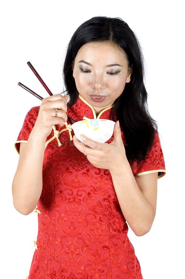 Chinesisches Mädchen, das Reis isst stockfoto