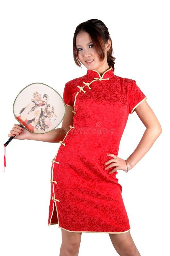 Chinesisches Mädchen im traditonal Kleid mit Gebläse lizenzfreies stockbild