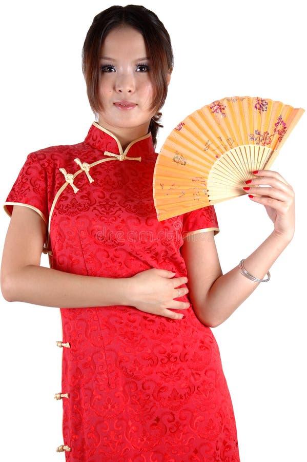 Chinesisches Mädchen im traditonal Kleid mit Gebläse lizenzfreies stockfoto