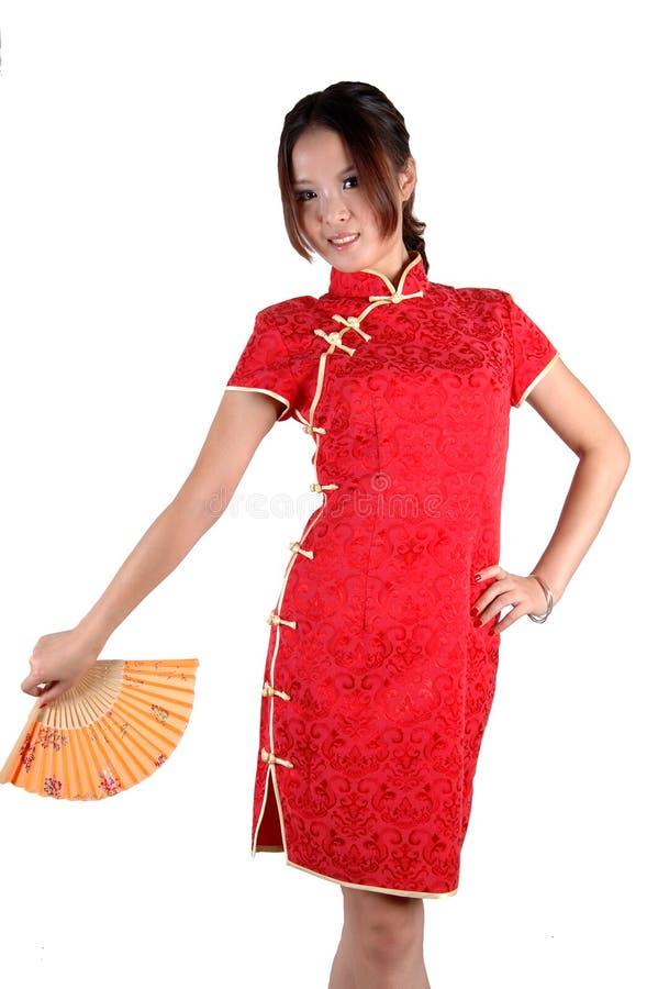 Chinesisches Mädchen im traditonal Kleid mit Gebläse stockfotografie