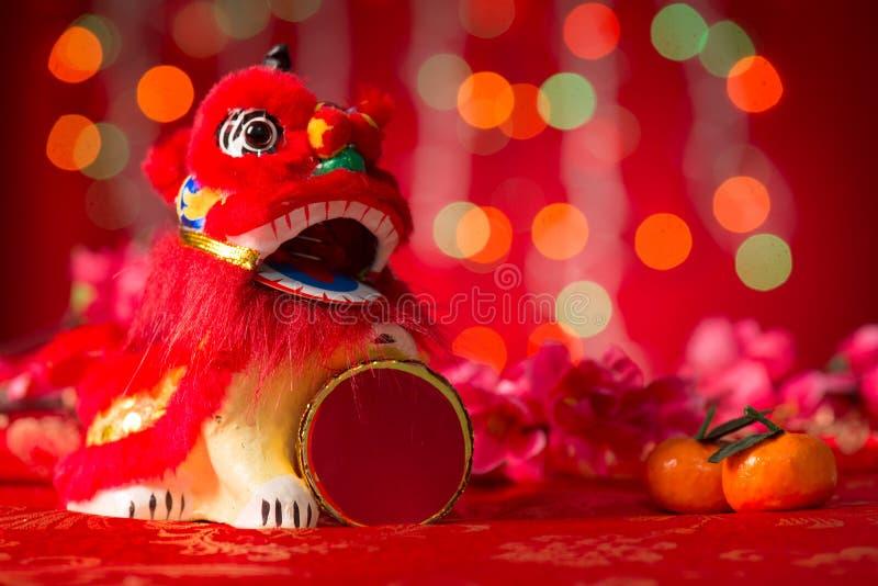 Chinesisches Neujahrsfest wendet Miniaturtanzenlöwe ein lizenzfreies stockbild