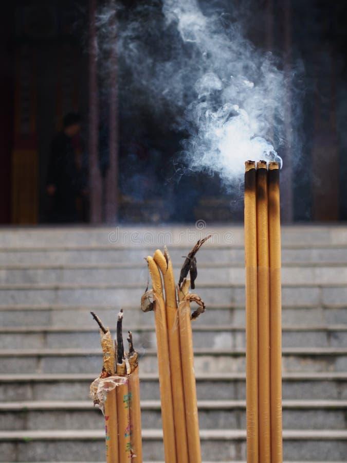Chinesisches Räucherstäbchen bei Guan Yu Temple in Jingzhou-Stadt, Hubei lizenzfreies stockbild
