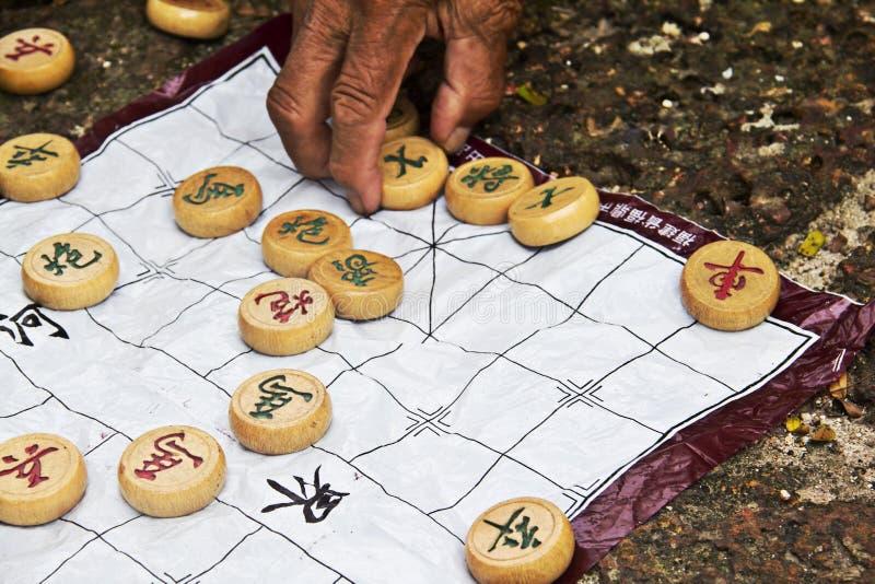 Chinesisches Schach mit der Hand lizenzfreies stockbild