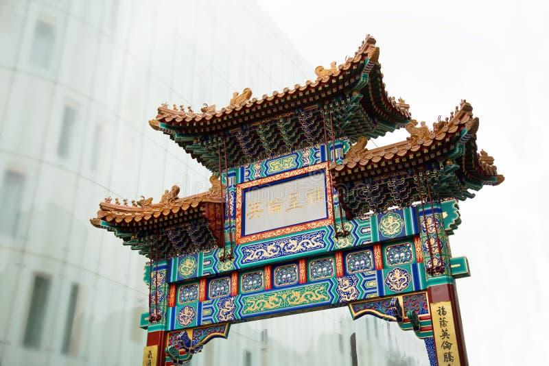 Chinesisches Tor in Chinatown in London lizenzfreie stockbilder