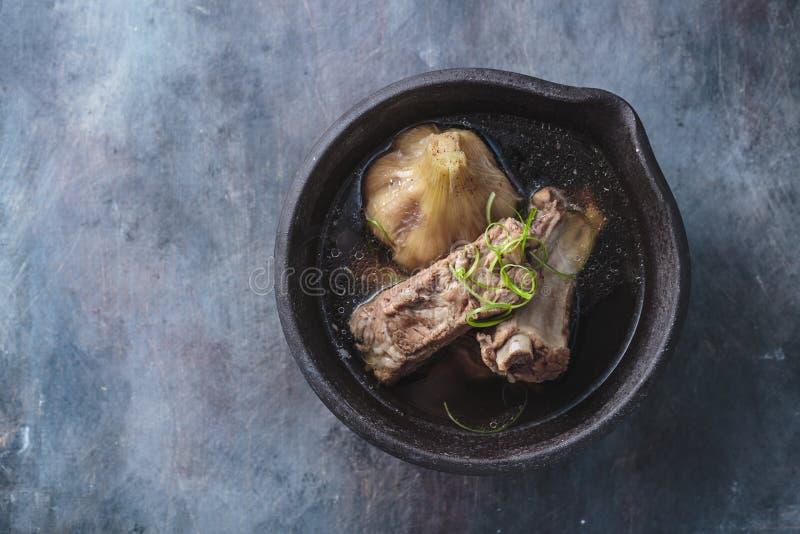 Chino Bak Kut las costillas de la sopa o de cerdo en sopa herbaria foto de archivo libre de regalías