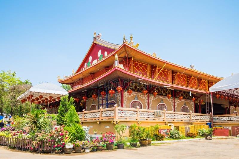 Chino tailandés del medthathum colorido del templo de la capilla fotografía de archivo libre de regalías