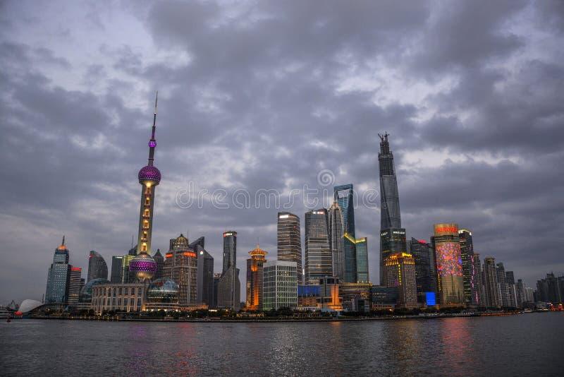 Chinois Changhaï la nuit de Bund photographie stock libre de droits
