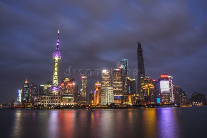 Chinois Changhaï la nuit de Bund photos libres de droits