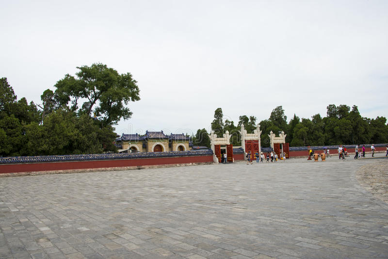 Chinois de l'Asie, Pékin, parc de Tiantan, bâtiment de jardin, porte de Lingxingmeng, murs rouges photos stock