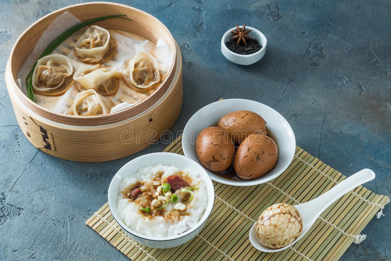 Chinois dur écossé marbré ou oeufs de thé photo libre de droits
