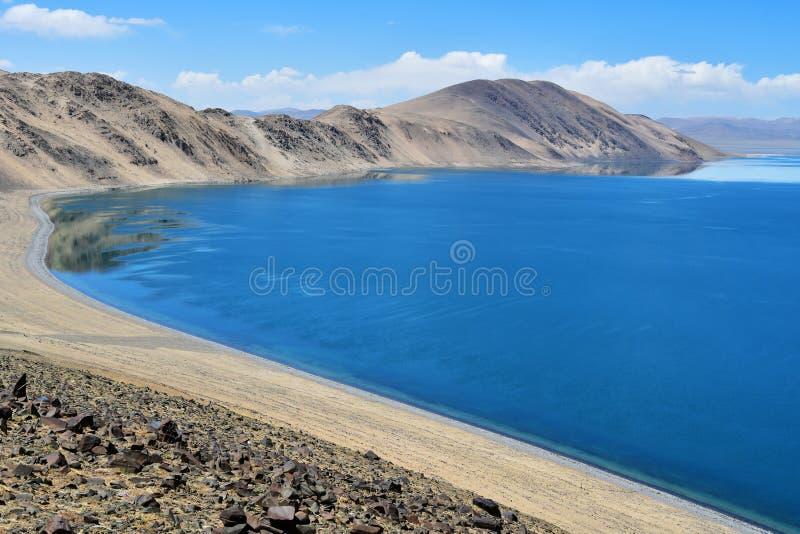 Chiny, Tybet, święty półdupka Co jezioro w letnim dniu fotografia stock