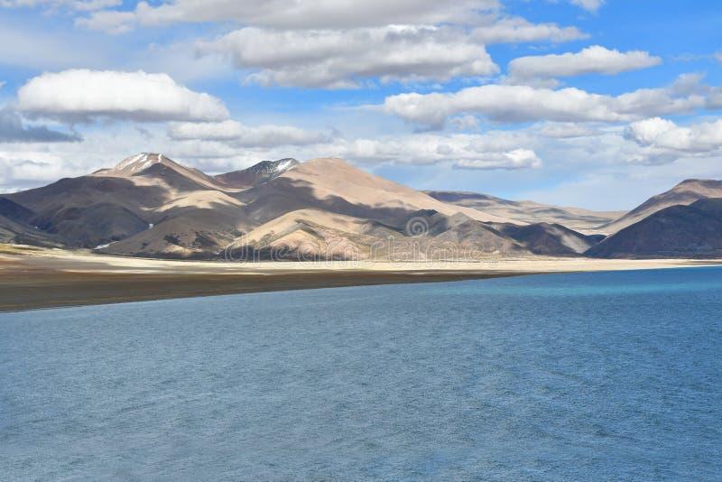 Chiny, Tybet ?wi?ty jeziorny Chovo Co 4765 m w letnim dniu zdjęcie royalty free