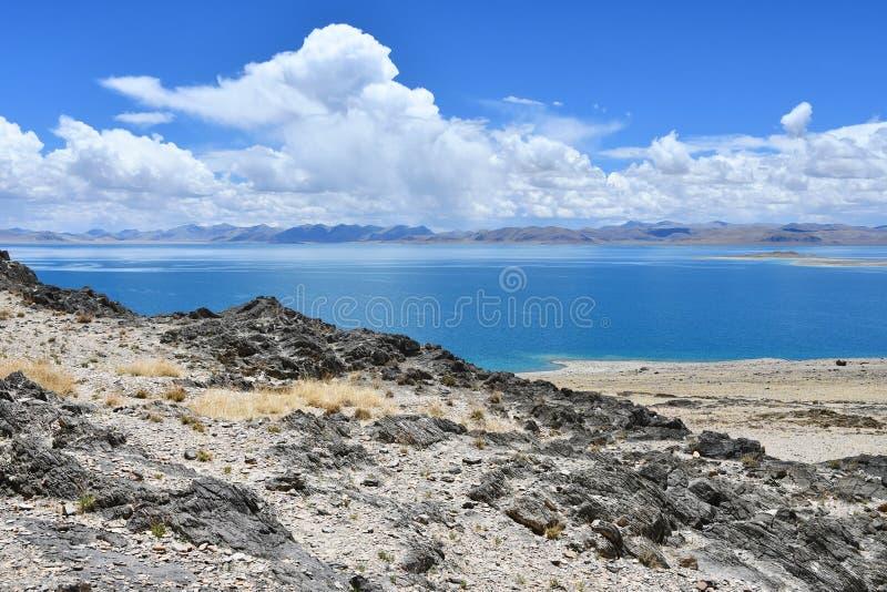 Chiny Wielcy jeziora Tybet Jeziorny Teri Tashi Namtso w pogodnej lato pogodzie fotografia stock