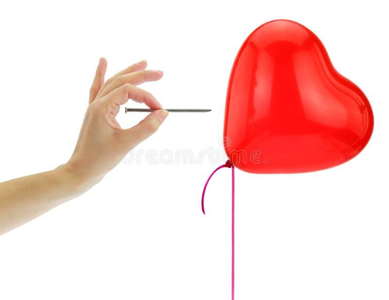 Chiodo circa per schioccare un pallone del cuore fotografia stock libera da diritti