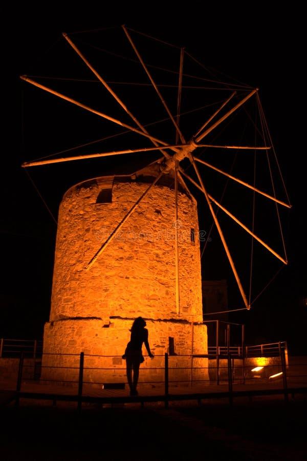 Chios nachts - Windmühle lizenzfreie stockbilder