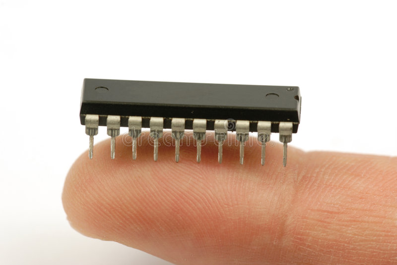 IS-Chip auf Finger stockfotografie