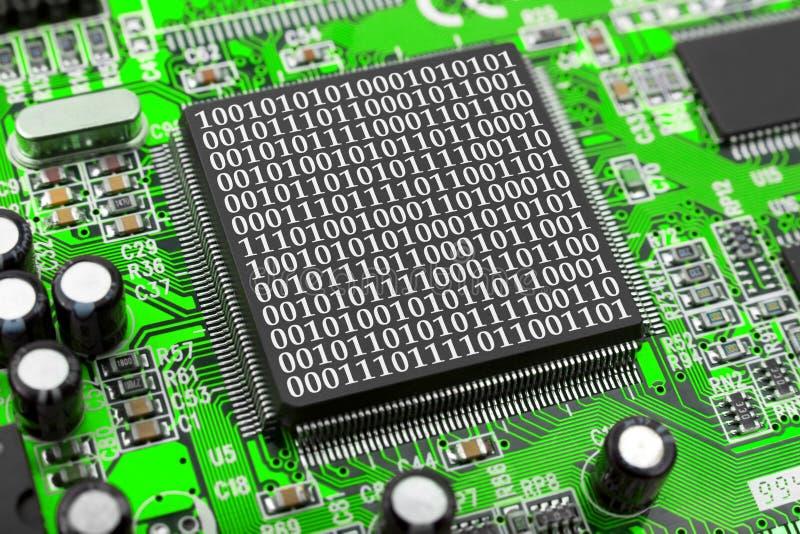 Chip de computador e bytes imagem de stock