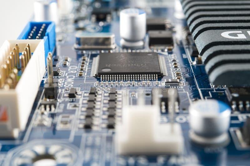 Chip de ordenador integrado en placa de circuito imágenes de archivo libres de regalías