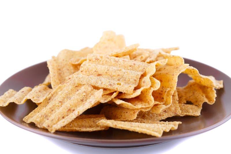 Chip del grano sul piatto immagini stock