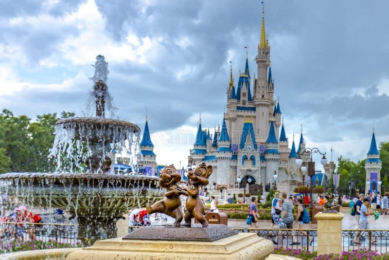 Chip di Orlando Florida Magic Kingdom del mondo di Disney e statua della vallata fotografia stock libera da diritti