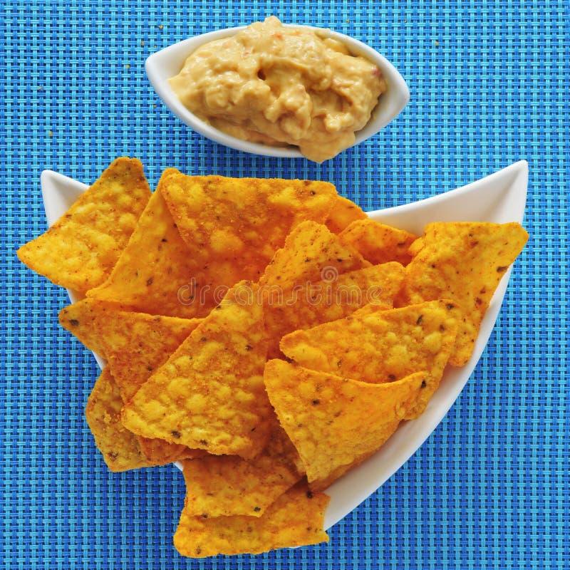 Chip e hummus di tortiglia fotografia stock