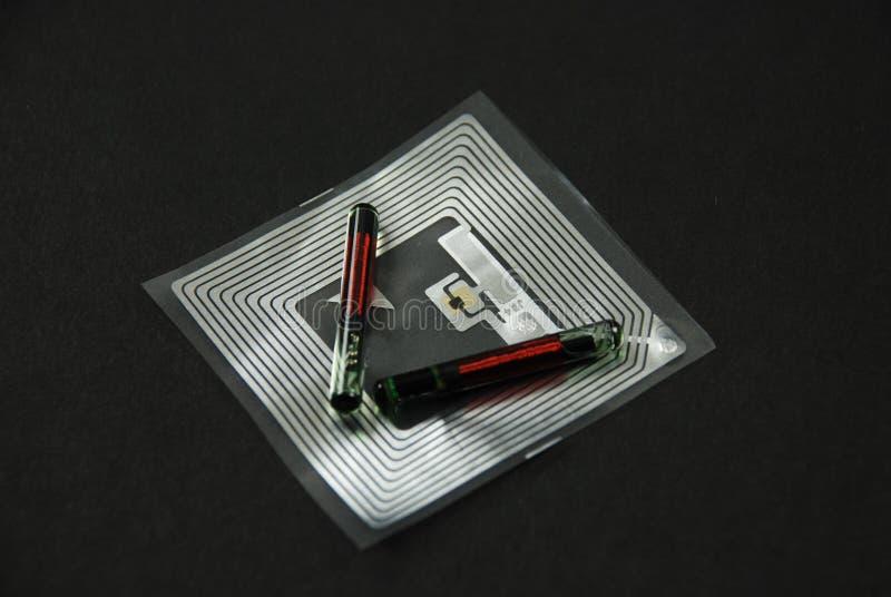 Chip ed etichette di RFID fotografia stock libera da diritti