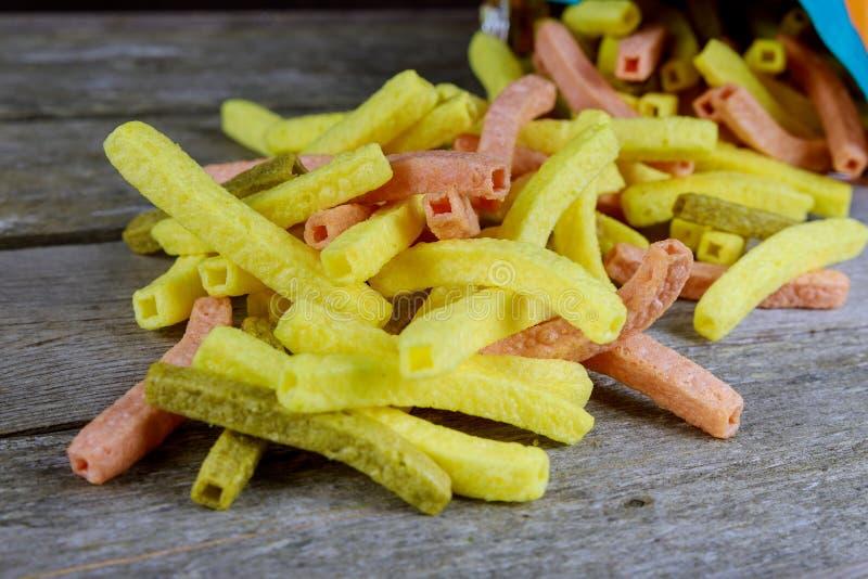 chip su fondo di legno rustico Concetto messicano dell'alimento immagini stock