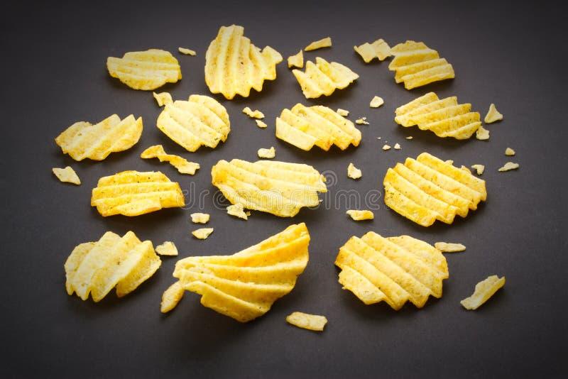 chiper isolerade potatiswhite royaltyfria bilder
