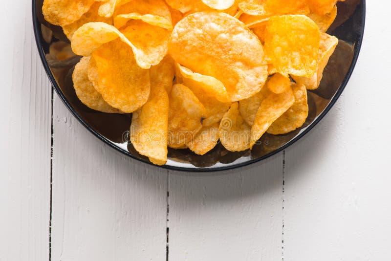 chiper isolerade potatiswhite royaltyfri foto
