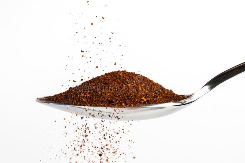 Chipotle Chili Powder Spilling op een Lepel stock afbeelding