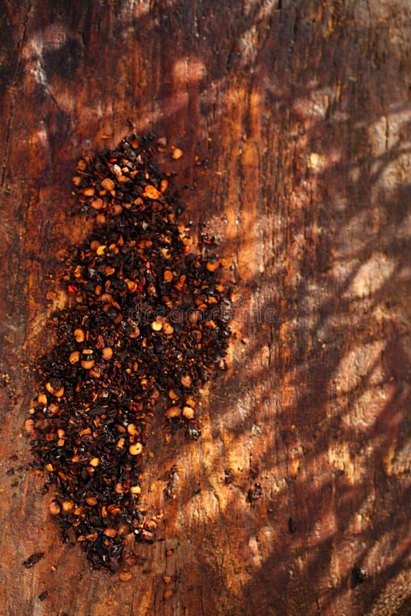Chipotle - jalapeno gerookte Spaanse pepervlokken en roodgloeiende Spaanse pepersfut royalty-vrije stock afbeeldingen