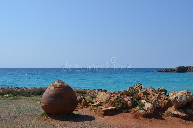 chipre Mar da costa de mar Mediterrâneo perto de Ayia Napa imagem de stock