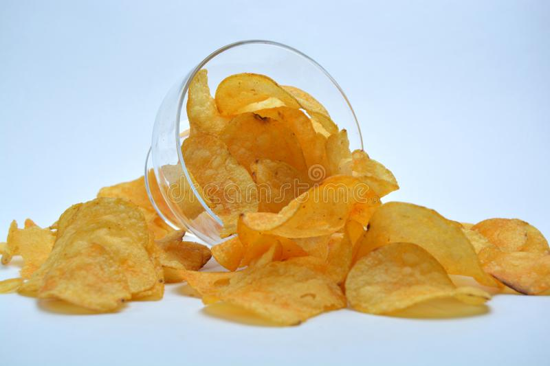 Chips in den Glaswaren stockbild