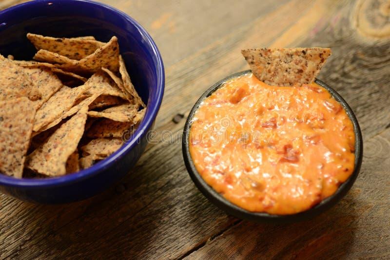 Chips des strengen Vegetariers und Bad oder Nachos stockfotos