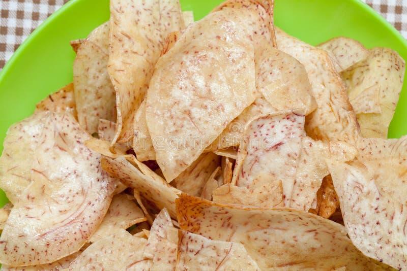 Chips doux frits de taro, casse-croûte thaïlandais photos stock