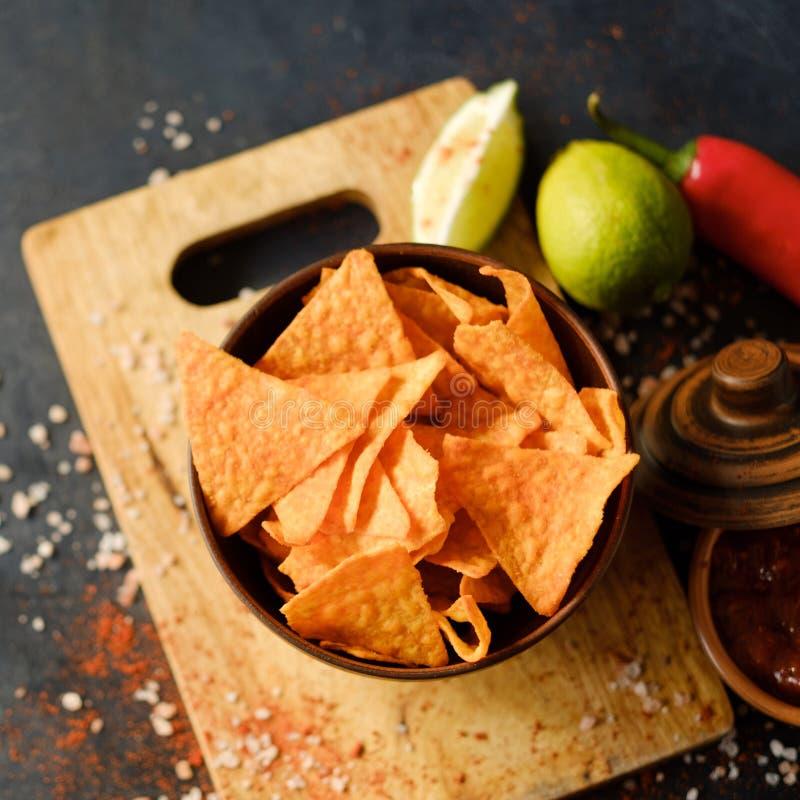 Chips för mellanmål för mat för öl för tortillanachochip kryddigt arkivfoto