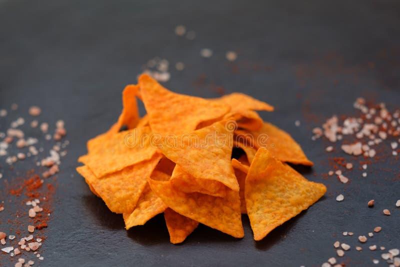 Chips för mellanmål för mat för öl för tortillanachochip kryddigt royaltyfri fotografi