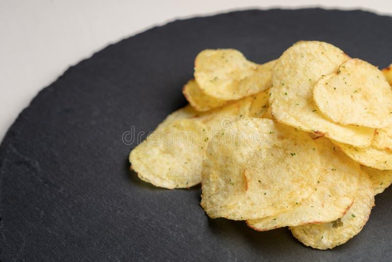 Chips op een ronde lei royalty-vrije stock afbeelding