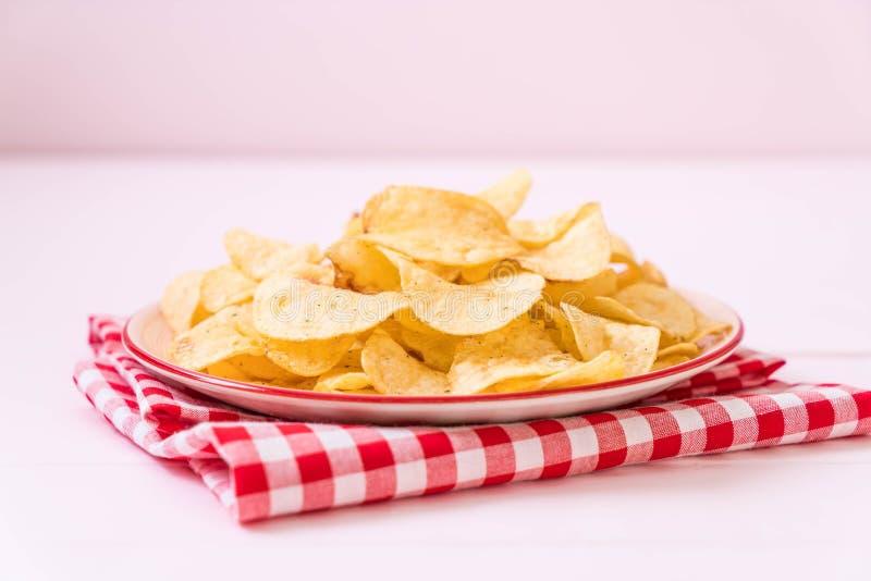 Chips op plaat royalty-vrije stock afbeelding